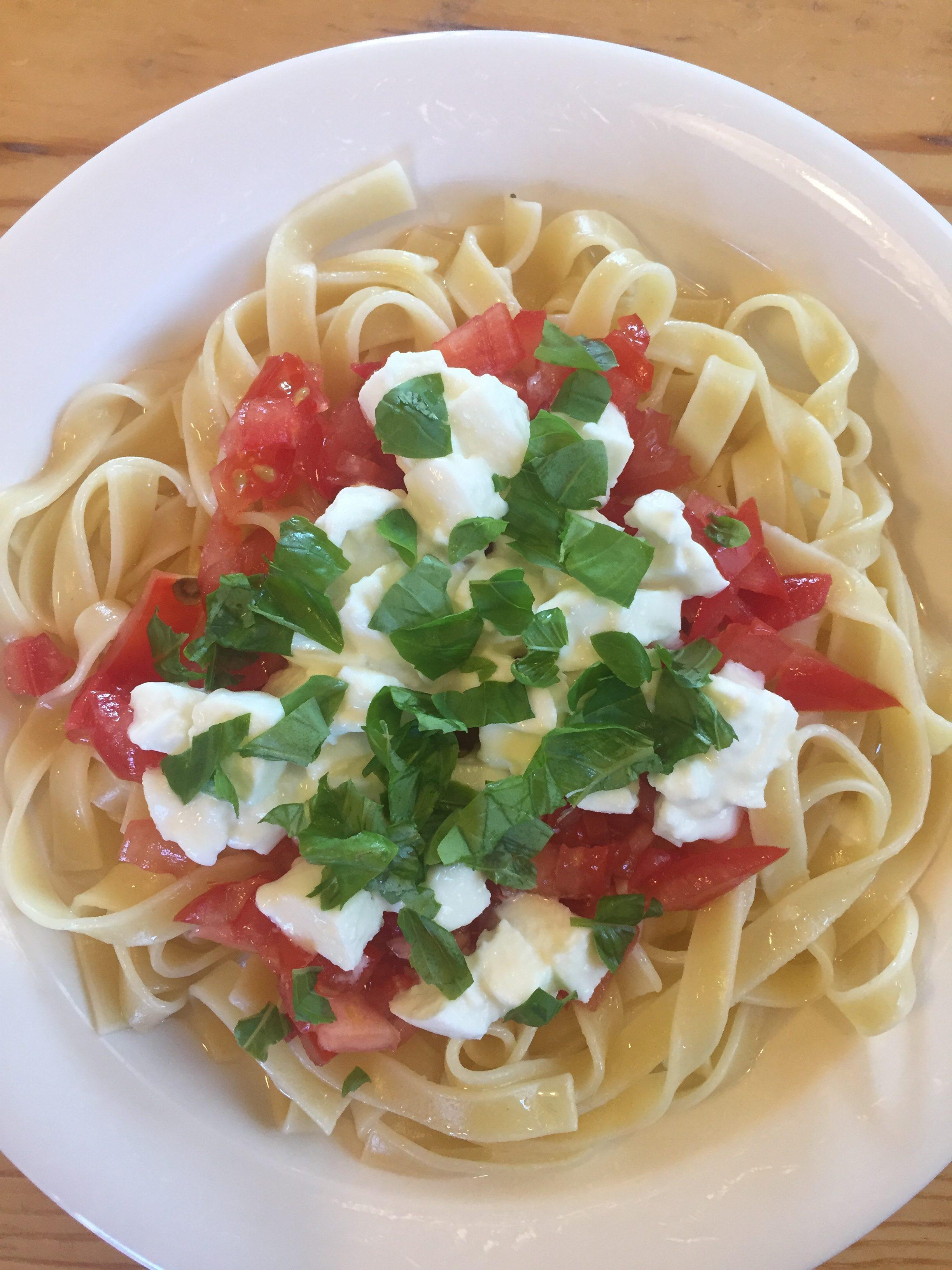 Tomaatti Mozzarella Pasta